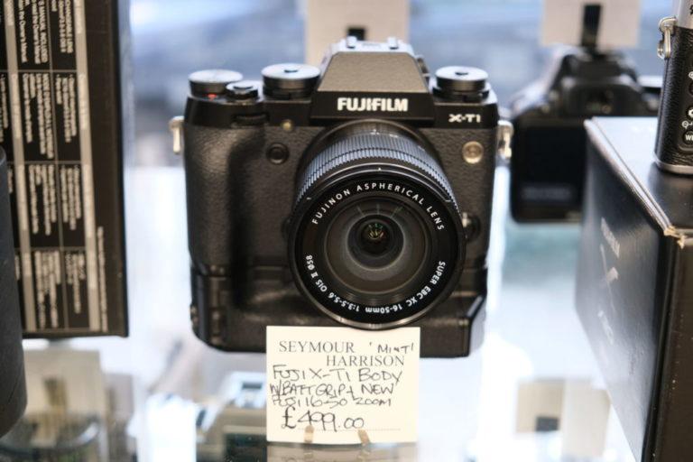 Fujifilm X-T1 inc Grip & lens
